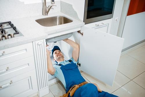 un travail de plomberie selon les normes